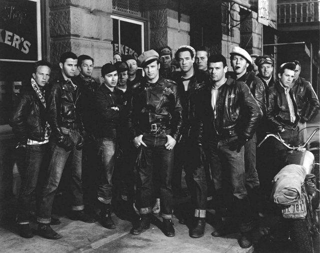 Голливудские художники по костюмам одевали всех плохих парней в джинсы