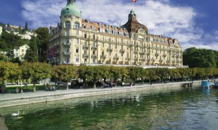 10 самых красивых отелей на берегу озера