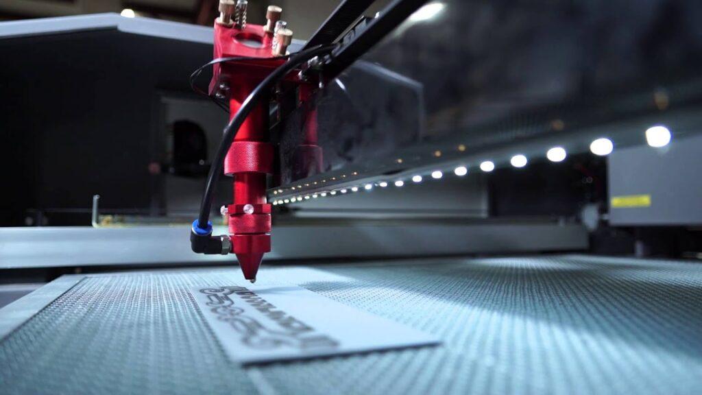 Принцип работы технологии лазерной гравировки?