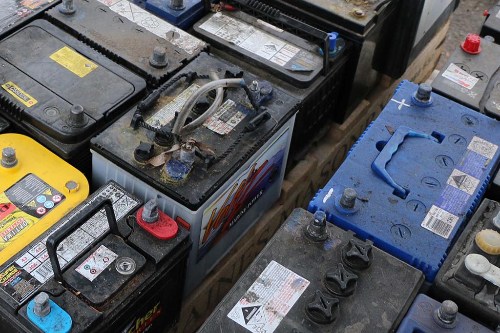 Почему стоит утилизировать автомобильные аккумуляторы?