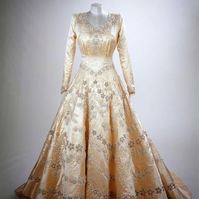 Ткань для свадебного платья королевы была куплена по талонам