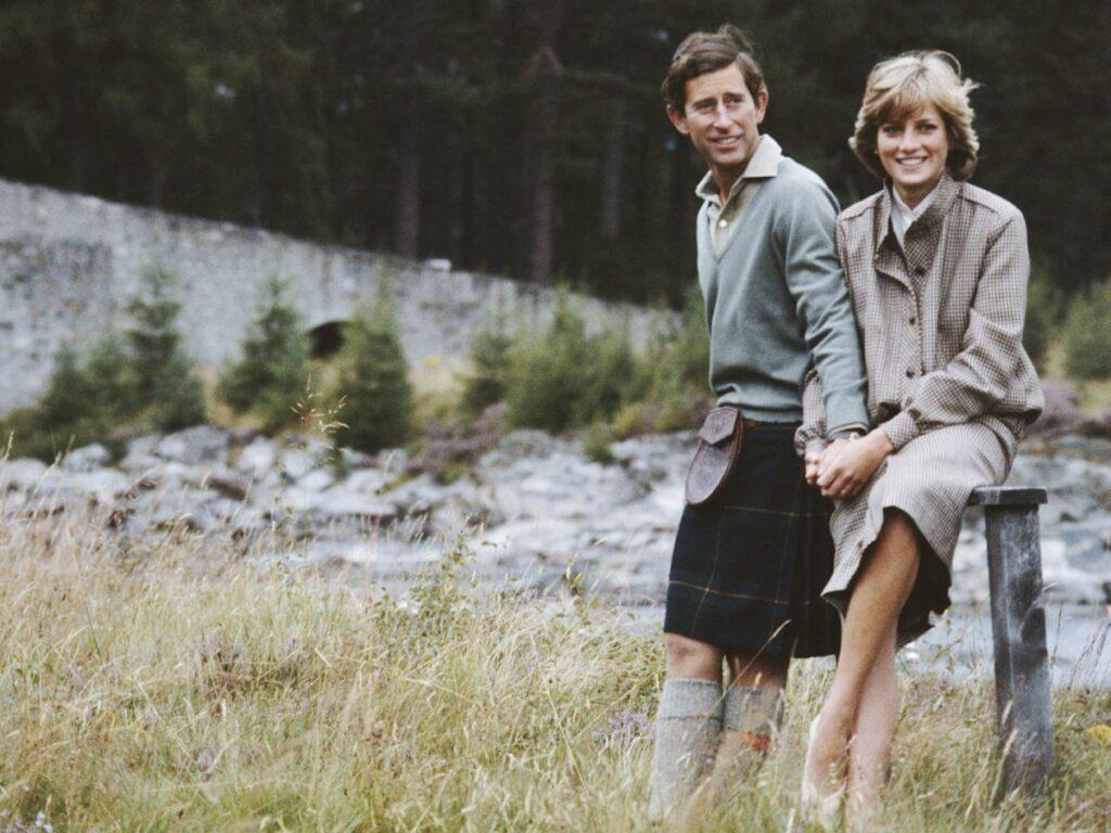 Принц Чарльз на 12 лет старше принцессы Дианы