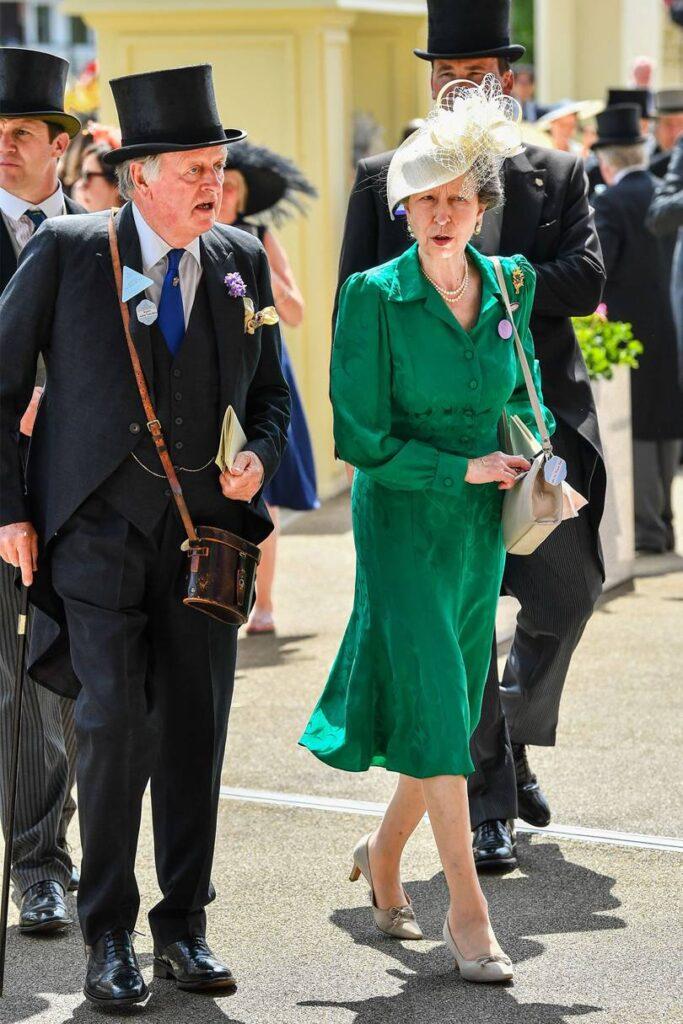 Сестра принца Чарльза встречалась с мужем Камиллы
