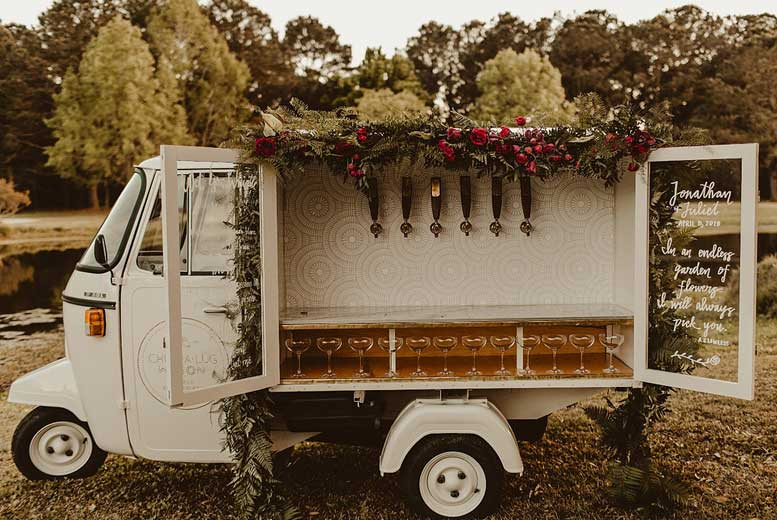 12 самых необычных свадебных мобильных баров