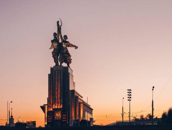 Рабочий и колхозница, Москва