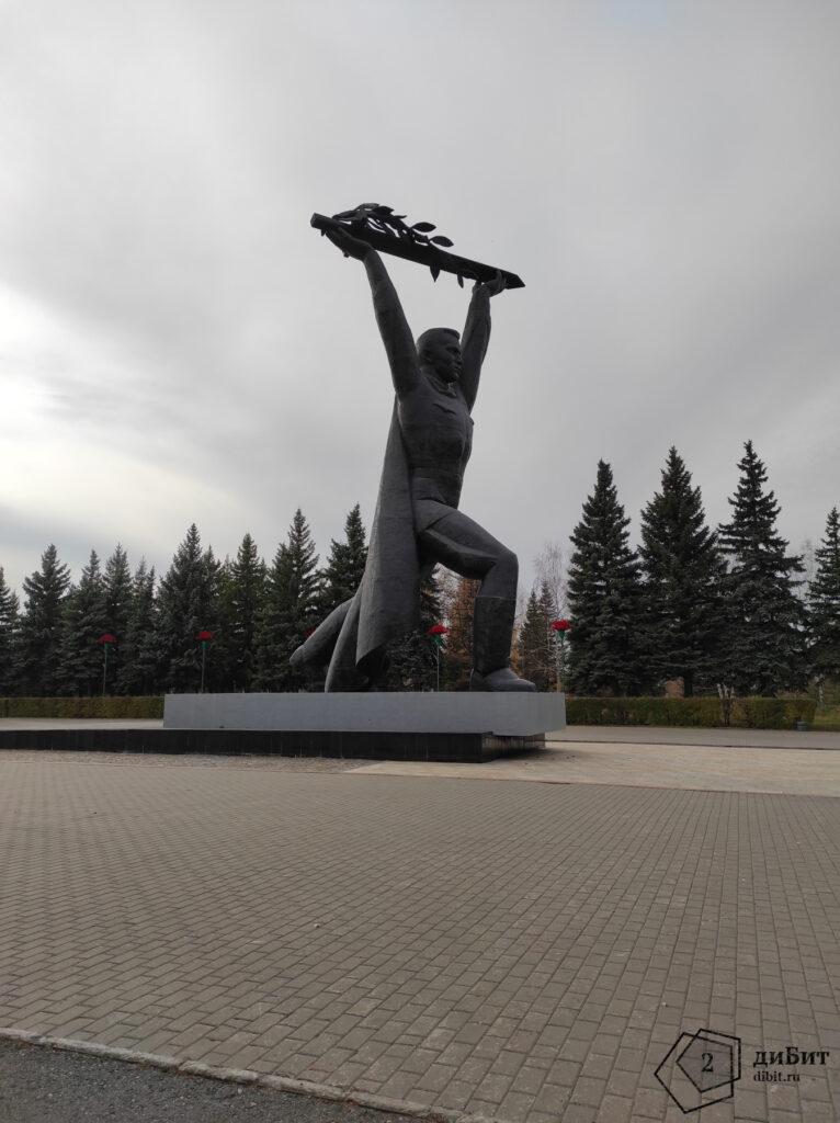 Скульптура Солдата-Победителя, Омск
