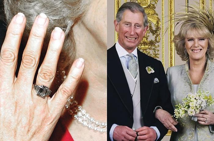 У нее есть историческое обручальное кольцо