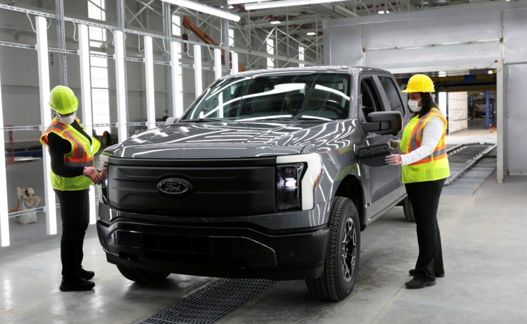 США превращаются в центр по выпуску электромобилей
